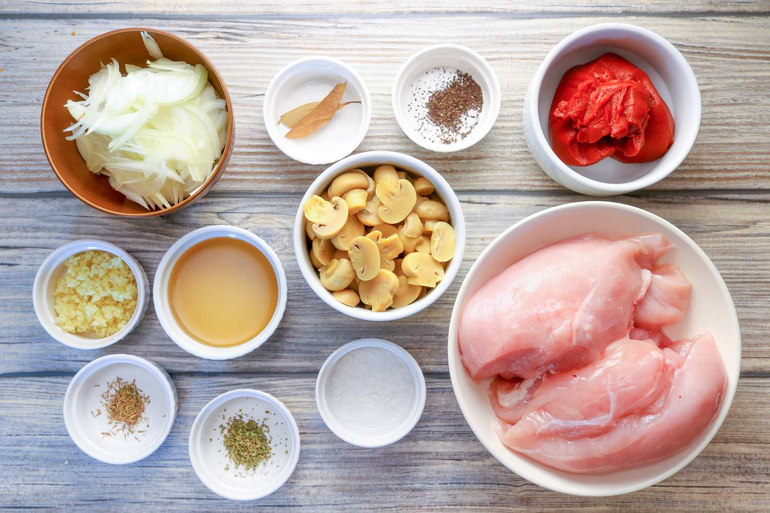 Ingredients for slow cooker chicken cacciatore