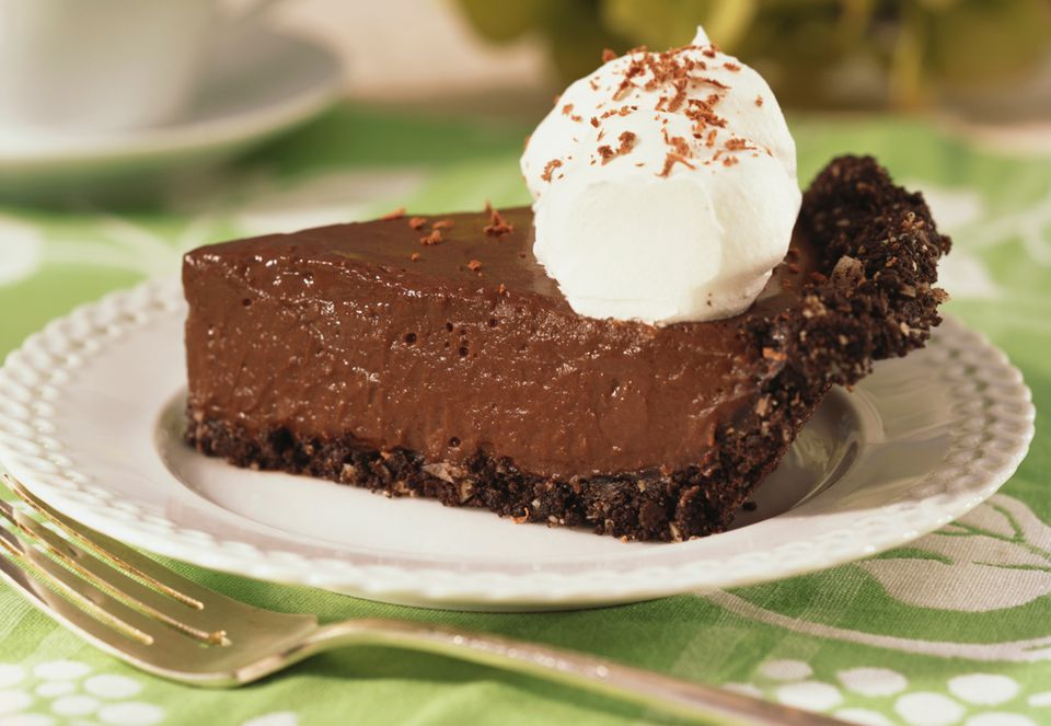 Chocolate pie with cookie crust
