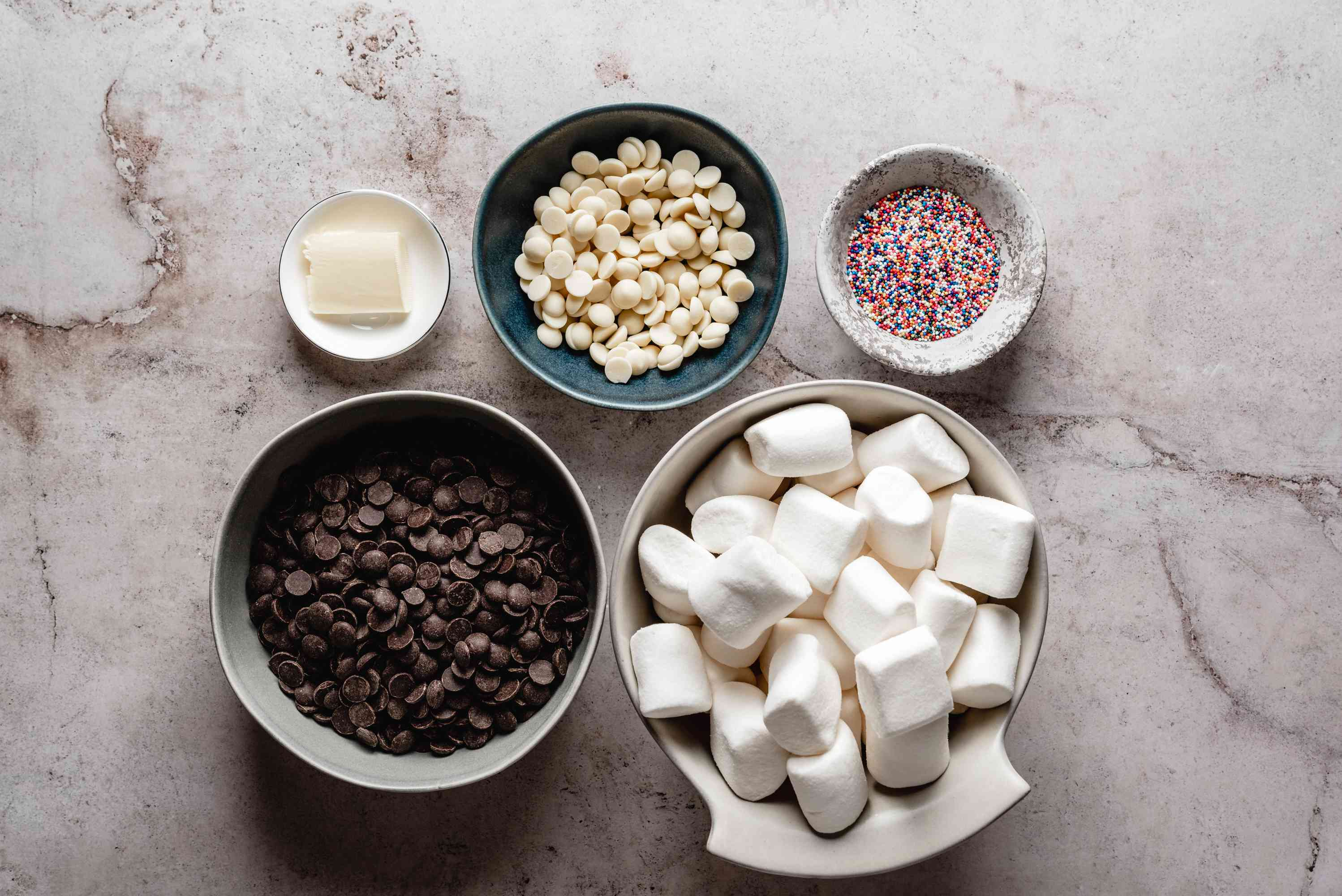 Chocolate-dipped marshmallows ingredients