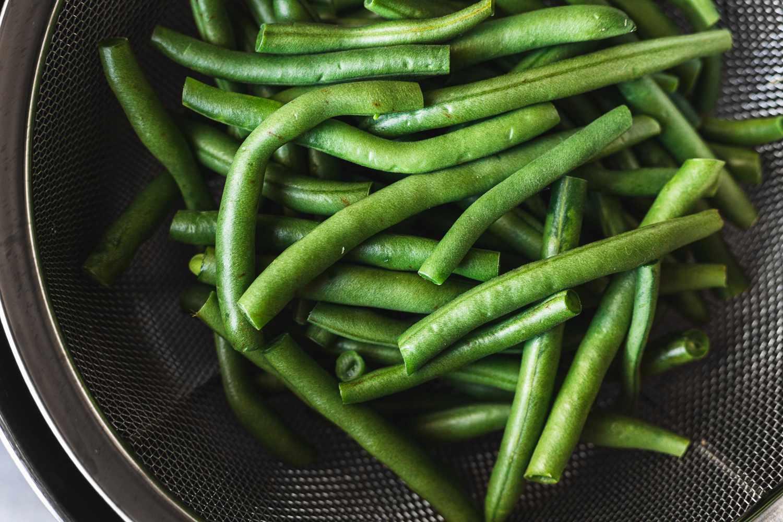 Green beans in a steamer basket