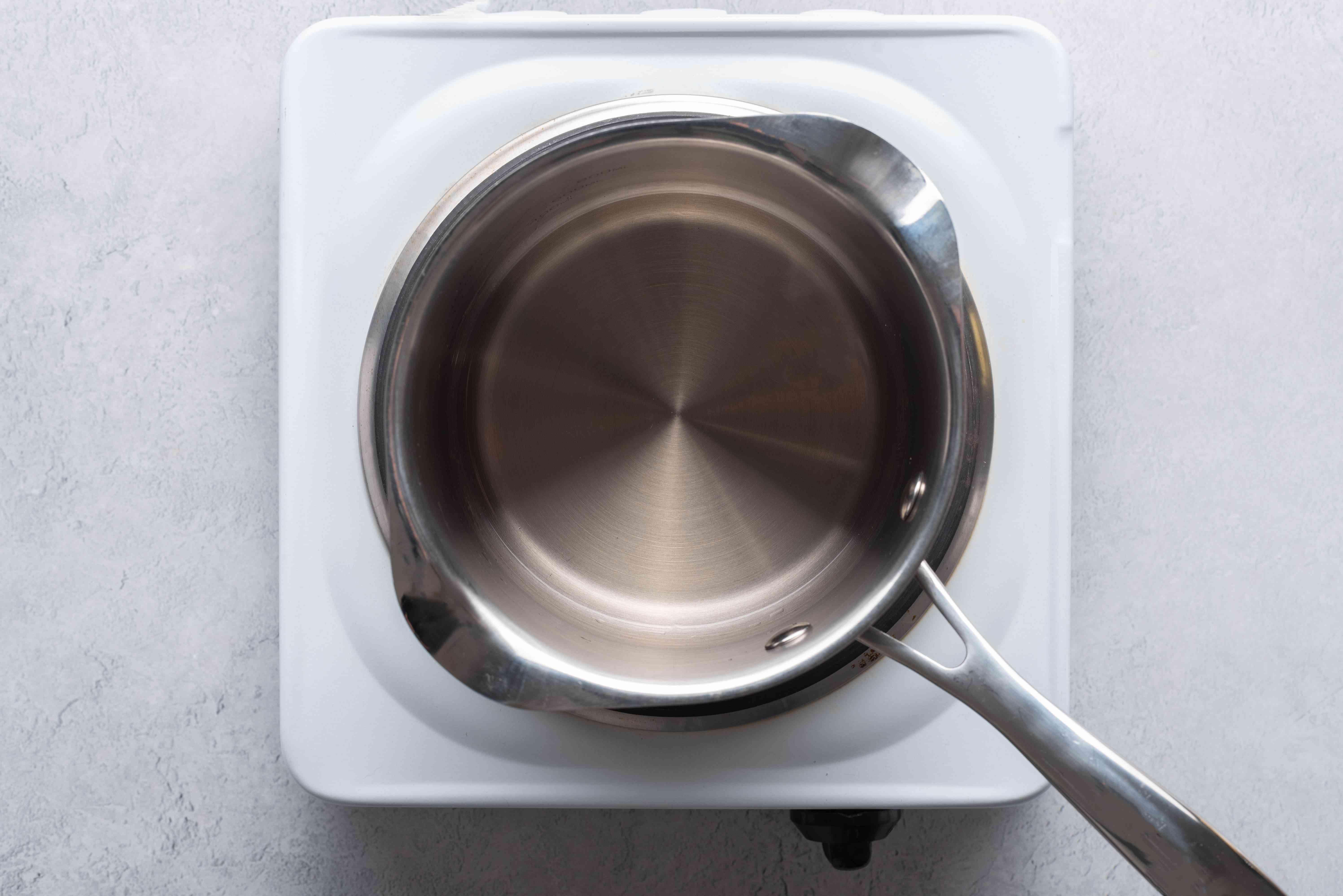 vinegar in a saucepan