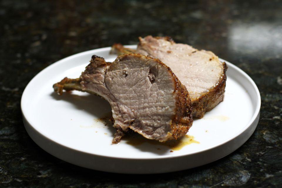 Asado de costillas de lomo de cerdo en salmuera