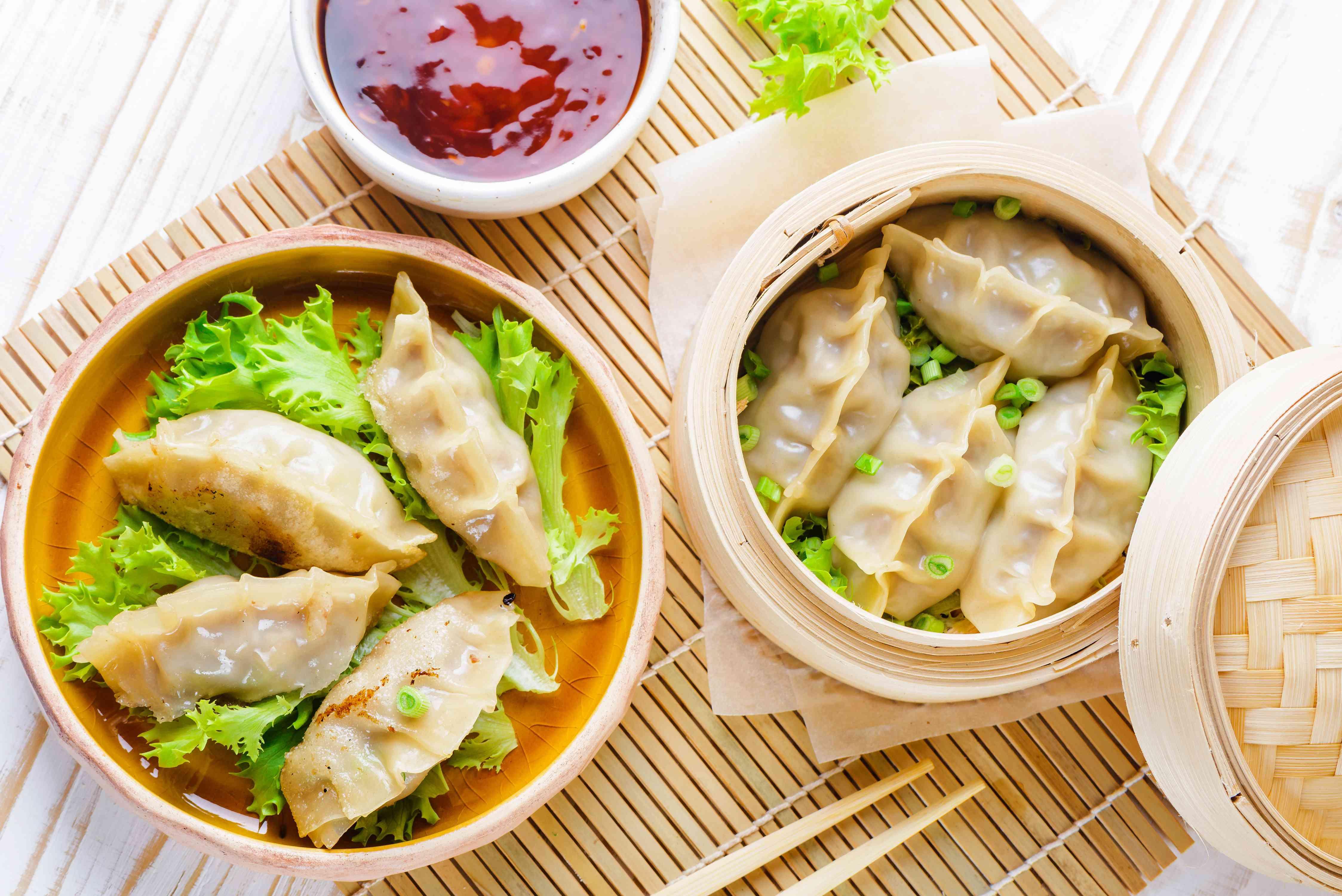 Mandoo (Korean dumpling) in steamer baskets