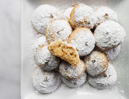 Kourabiethes: Greek Shortbread Cookies With Almonds