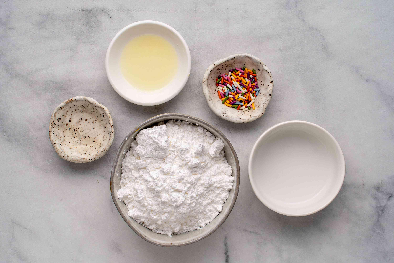 Ingredients to make glaze