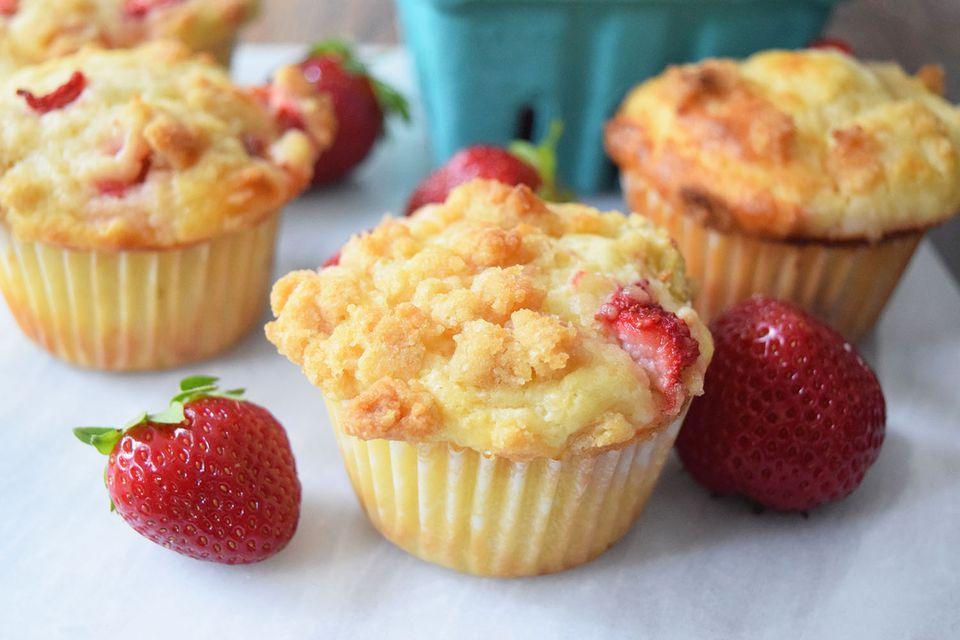 Strawberry Rhubarb Streusel Muffins