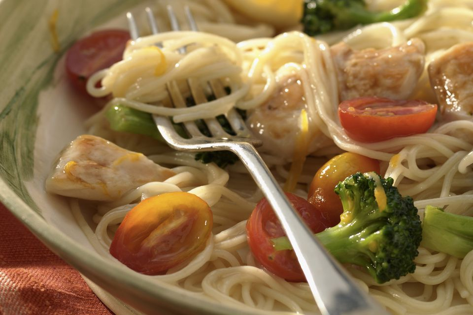 light chicken with angel hair pasta and broccoli