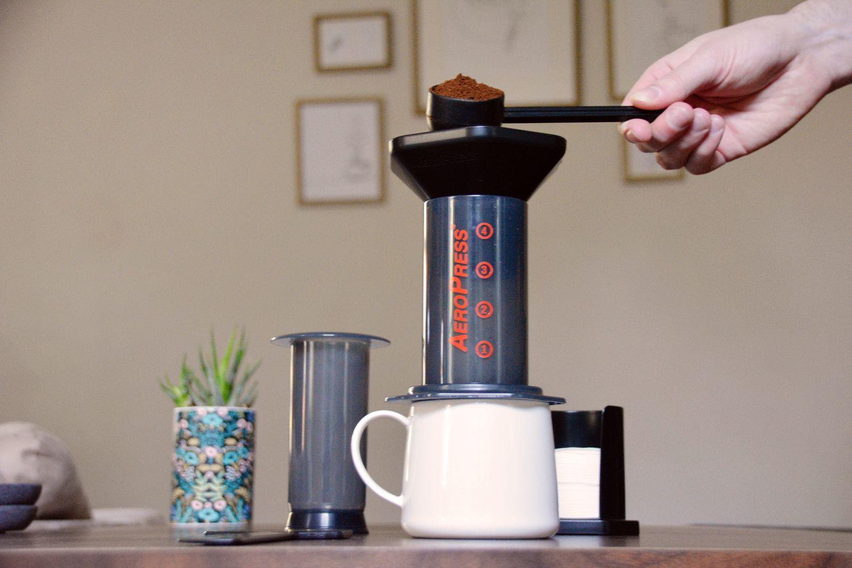 aeropress-coffee-maker-grounds