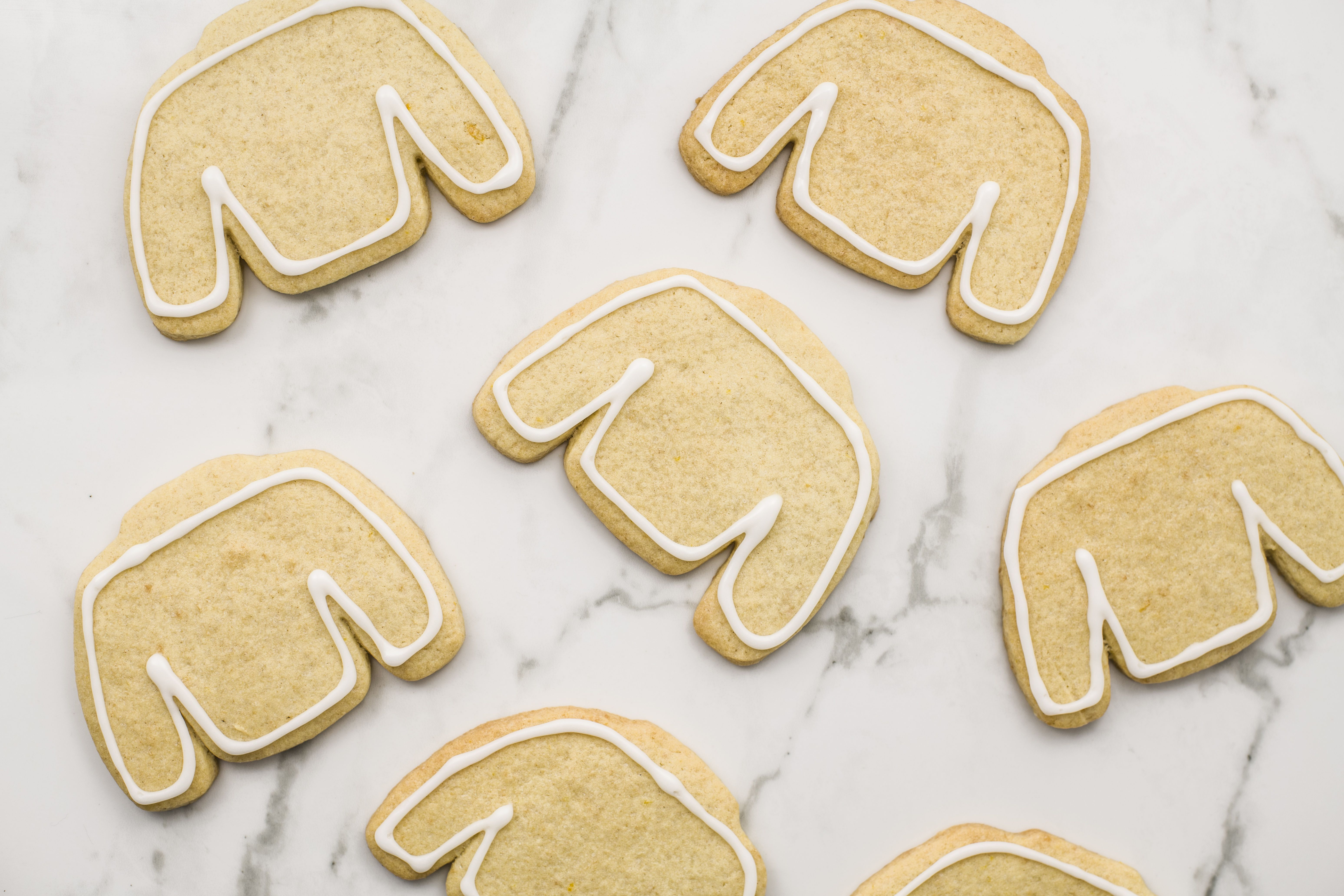 Edging the cookies with frosting