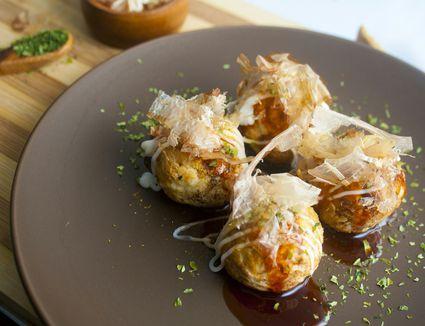 Takoyaki (Grilled Octopus Ball with Sauce, Bonito Flake, Seaweed)