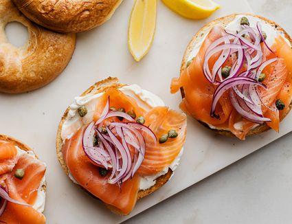 Open-faced smoked salmon bagel recipe