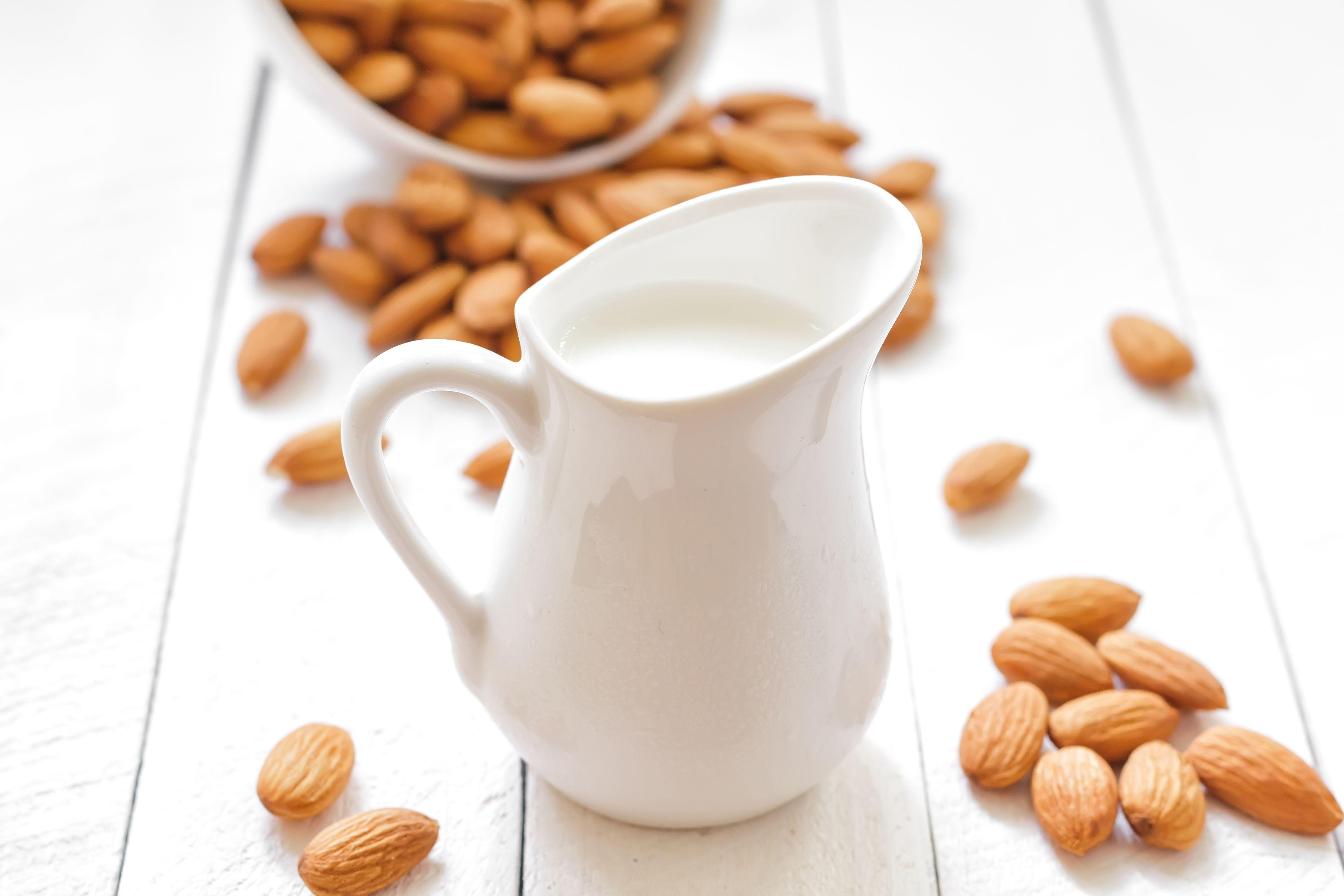 Almond Breeze Almond Milk Original, 64 oz - Walmart.com