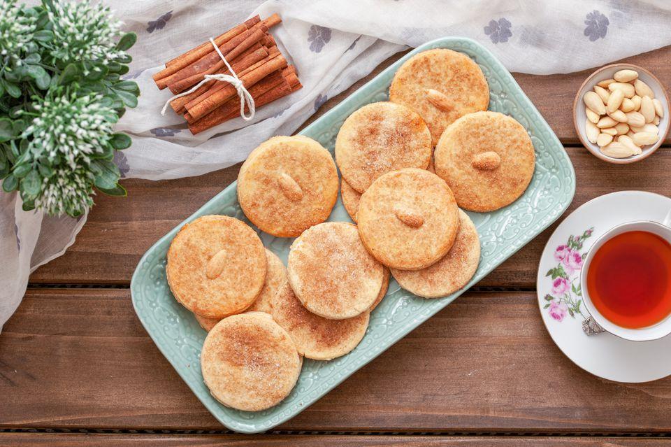 Crispy Sand Tart Cookies With Cinnamon