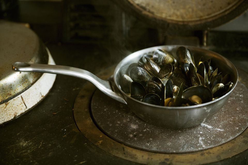 Mussels in a cooking pan