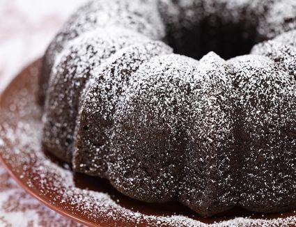chocolate cake with powdered sugar