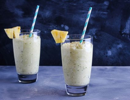 Soursop juice and smoothie recipes in two glasses
