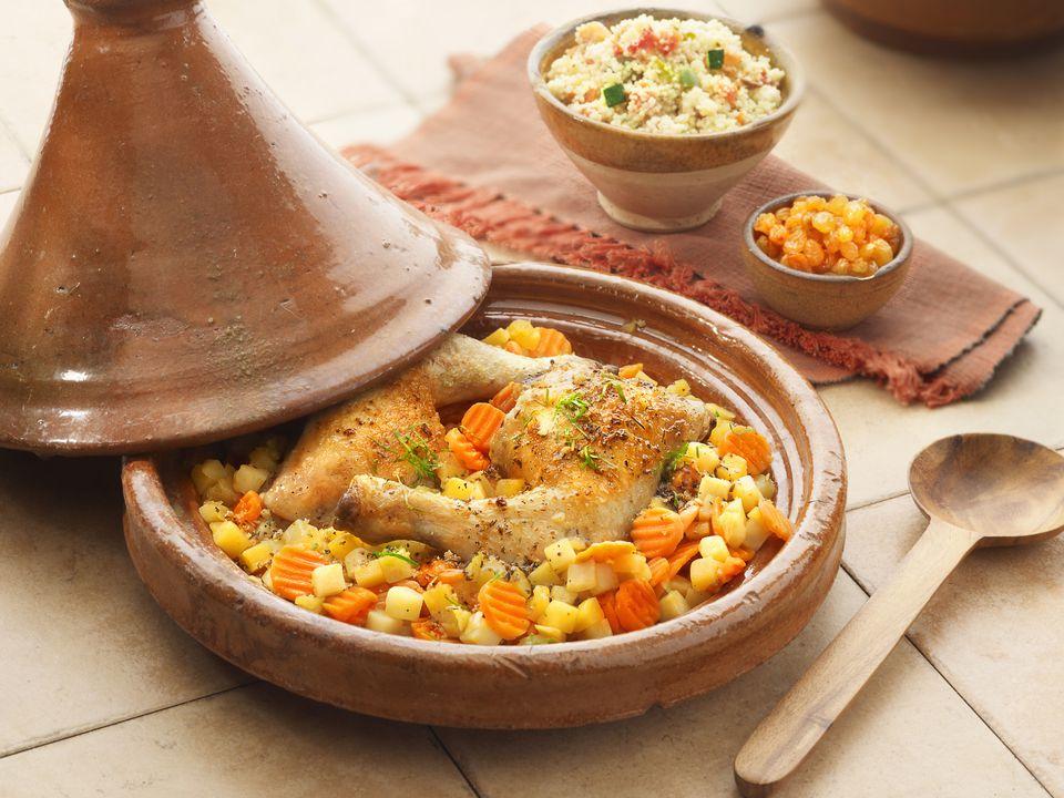 Tagine de pollo marroquí con papas y zanahorias