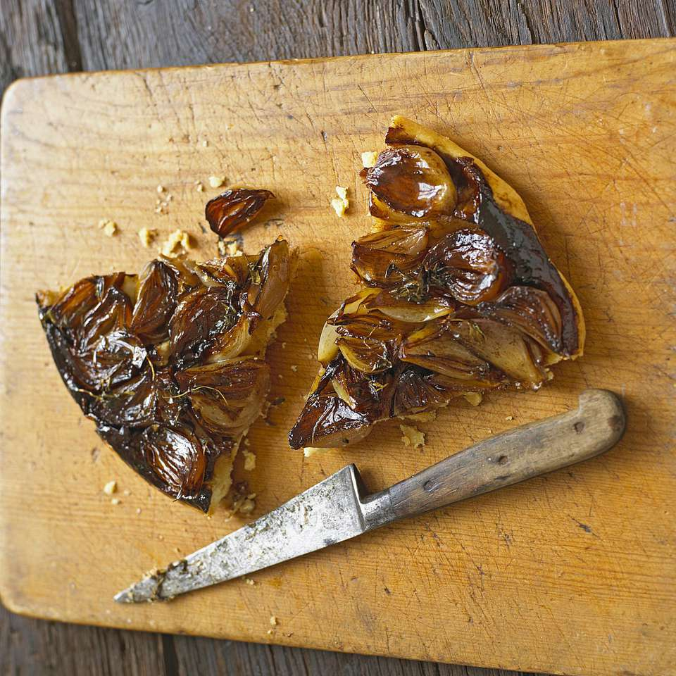 Slices of onion tarte on cutting board