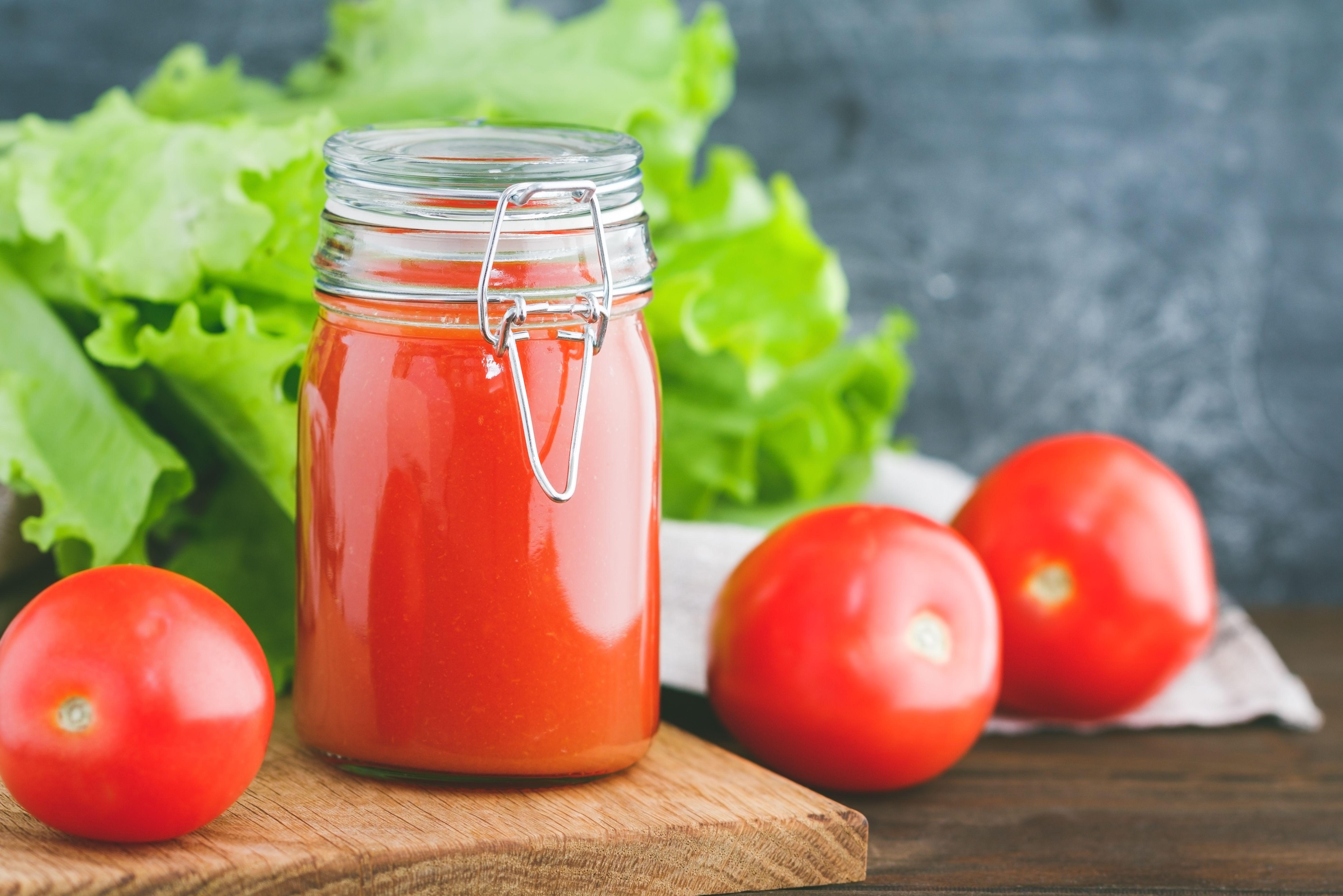 Tomato puree recipe in a jar