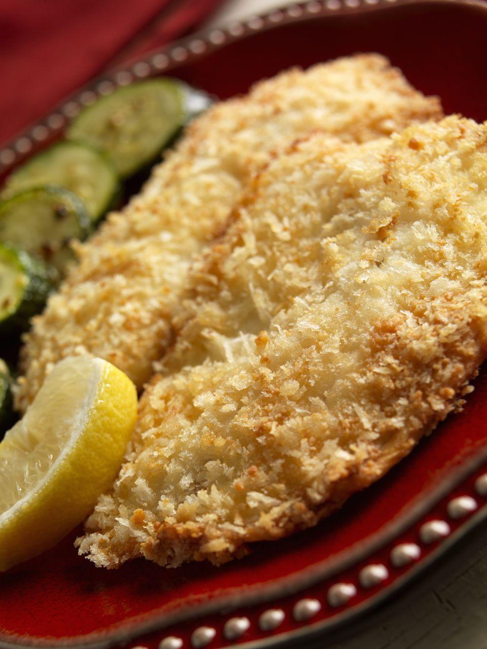 Filetes de pescado con papas fritas con alioli de limón y ajo