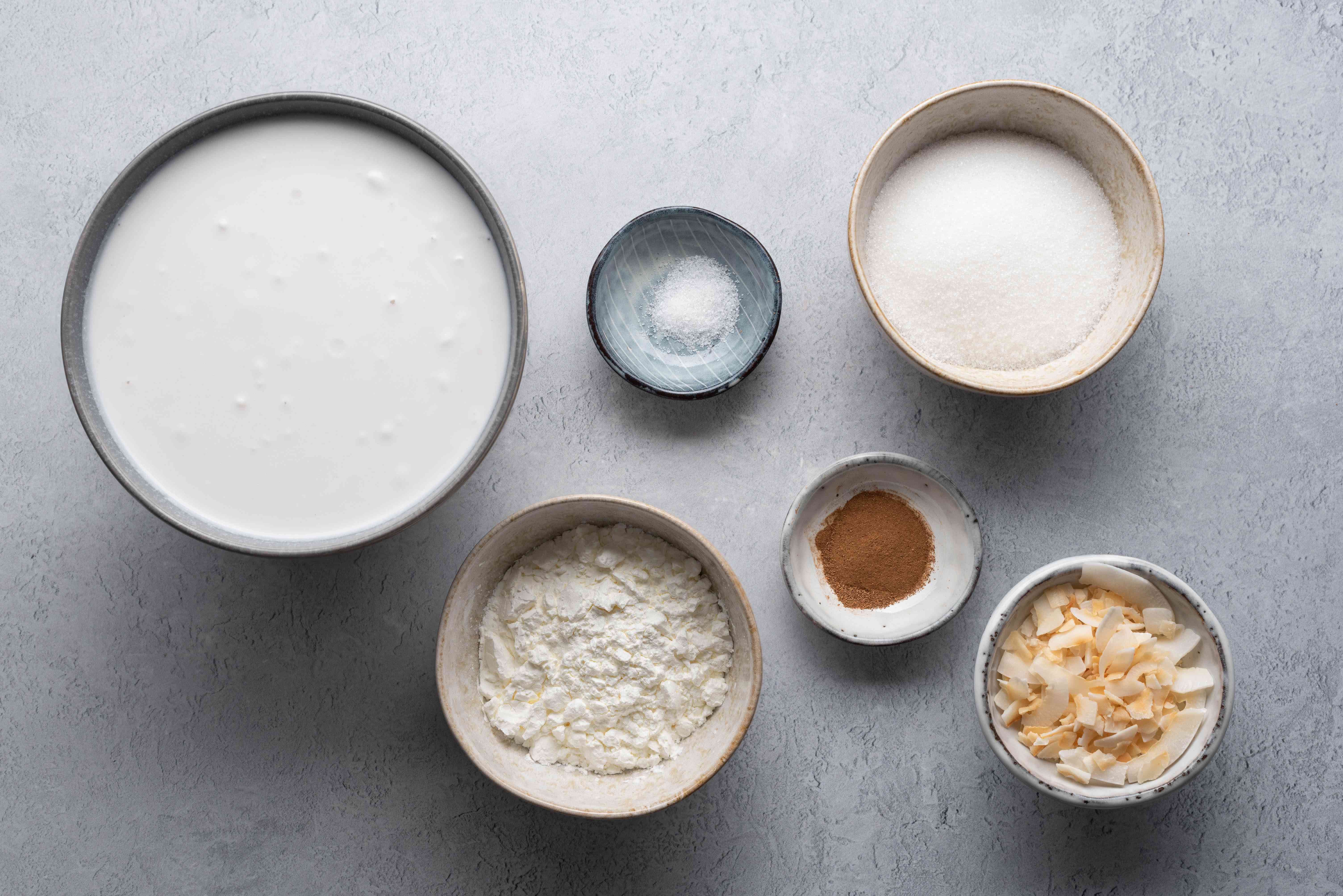 Ingredients to make coconut pudding