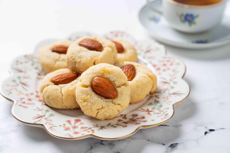 Gluten-free keto shortbread cookies on a decorative plate