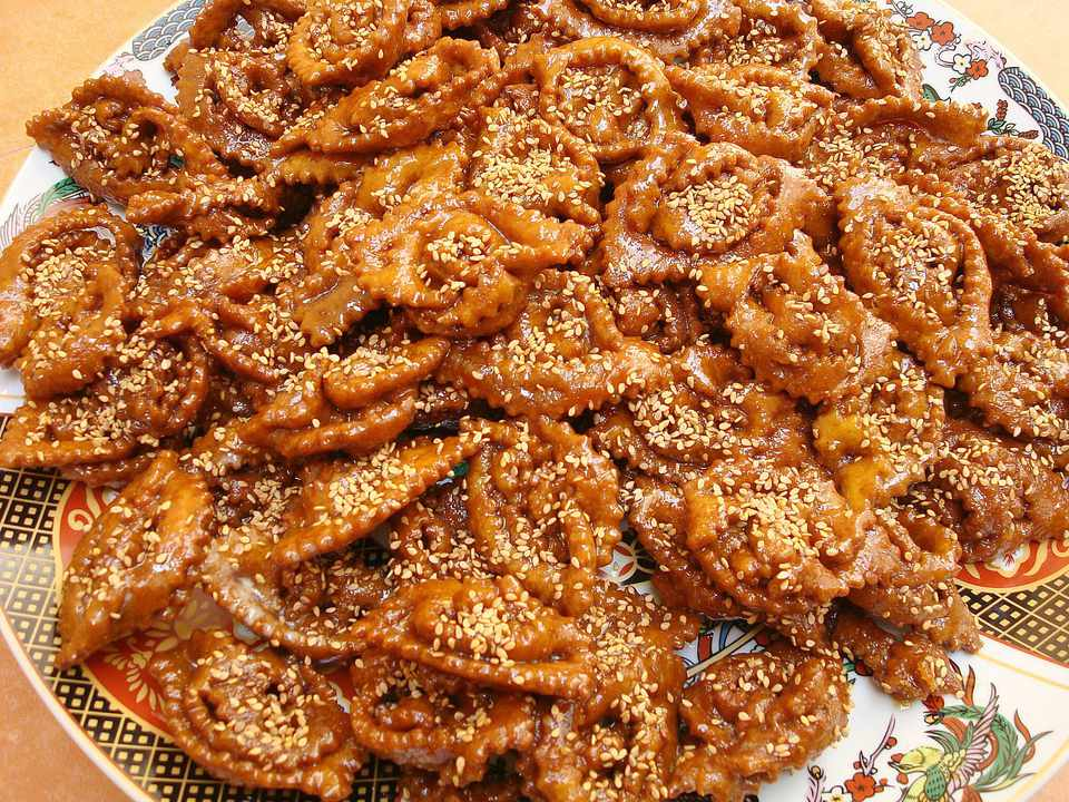 Halwa chebakia: Moroccan sesame and honey cookies