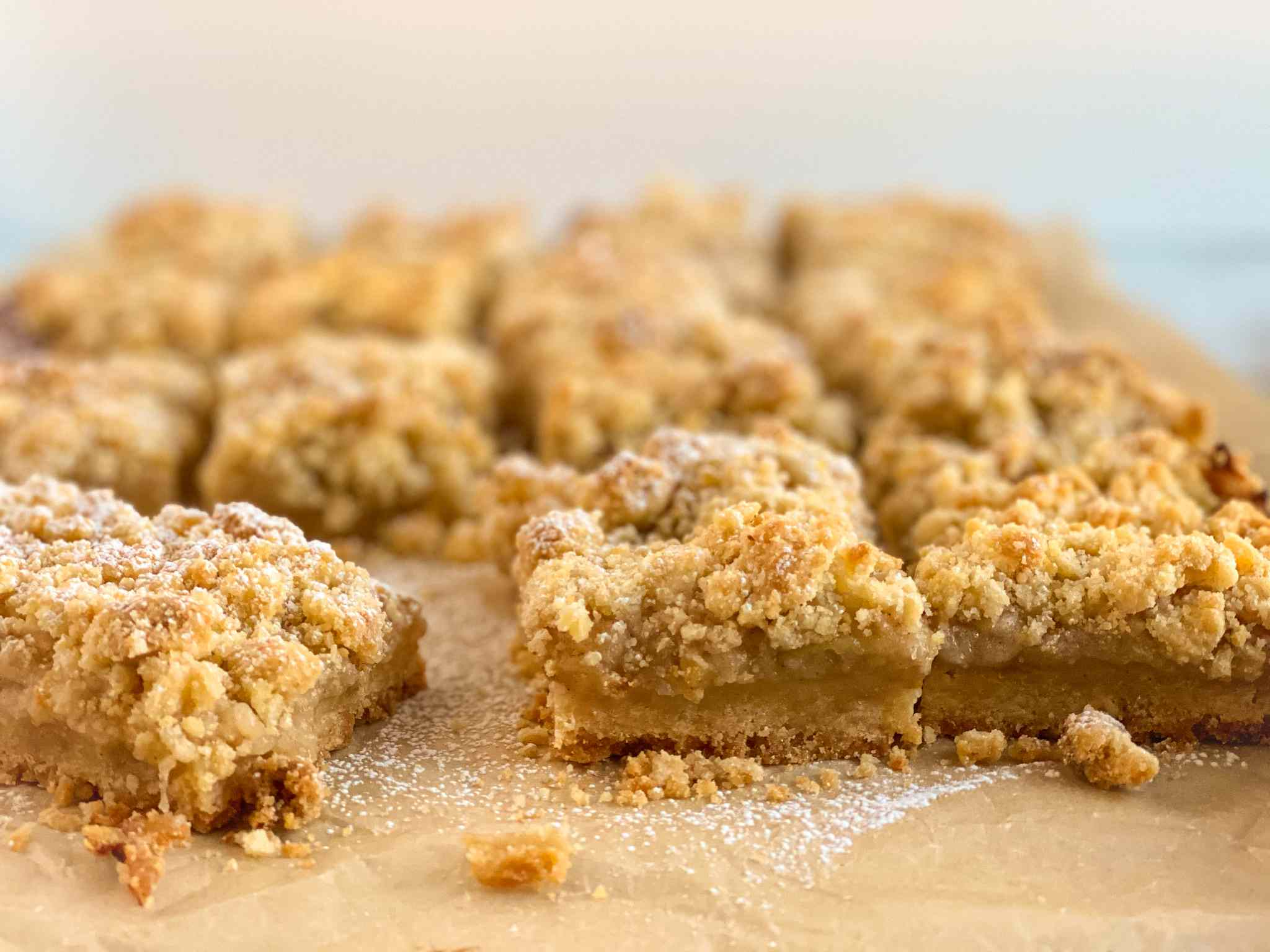 crumb-topped apple pie bars