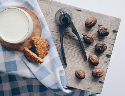 Walnut milk image 1