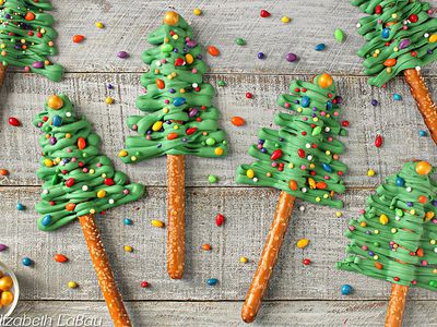 these festive christmas tree pretzel rods are super easy to make