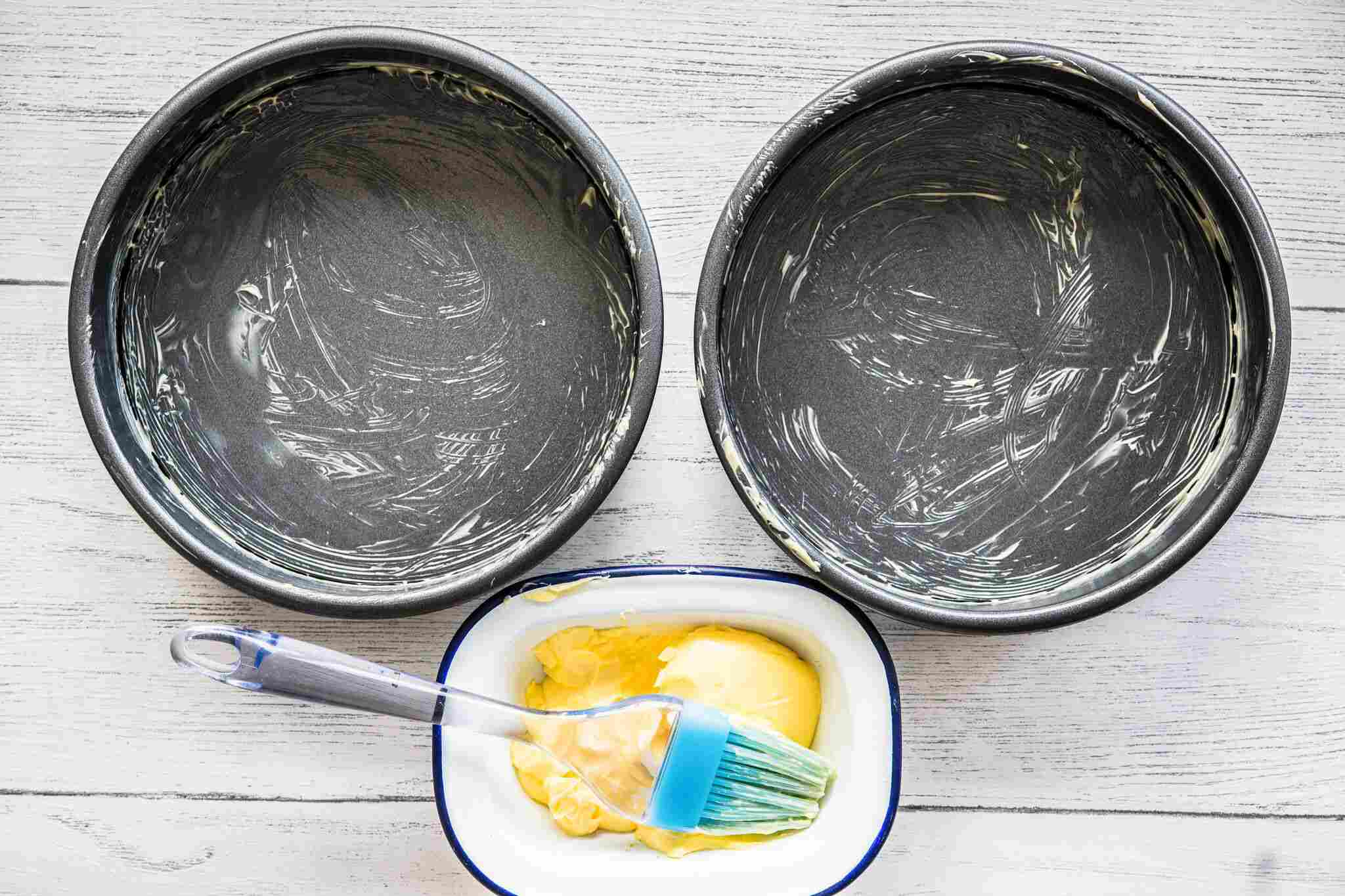 Greasing pans for chocolate cake