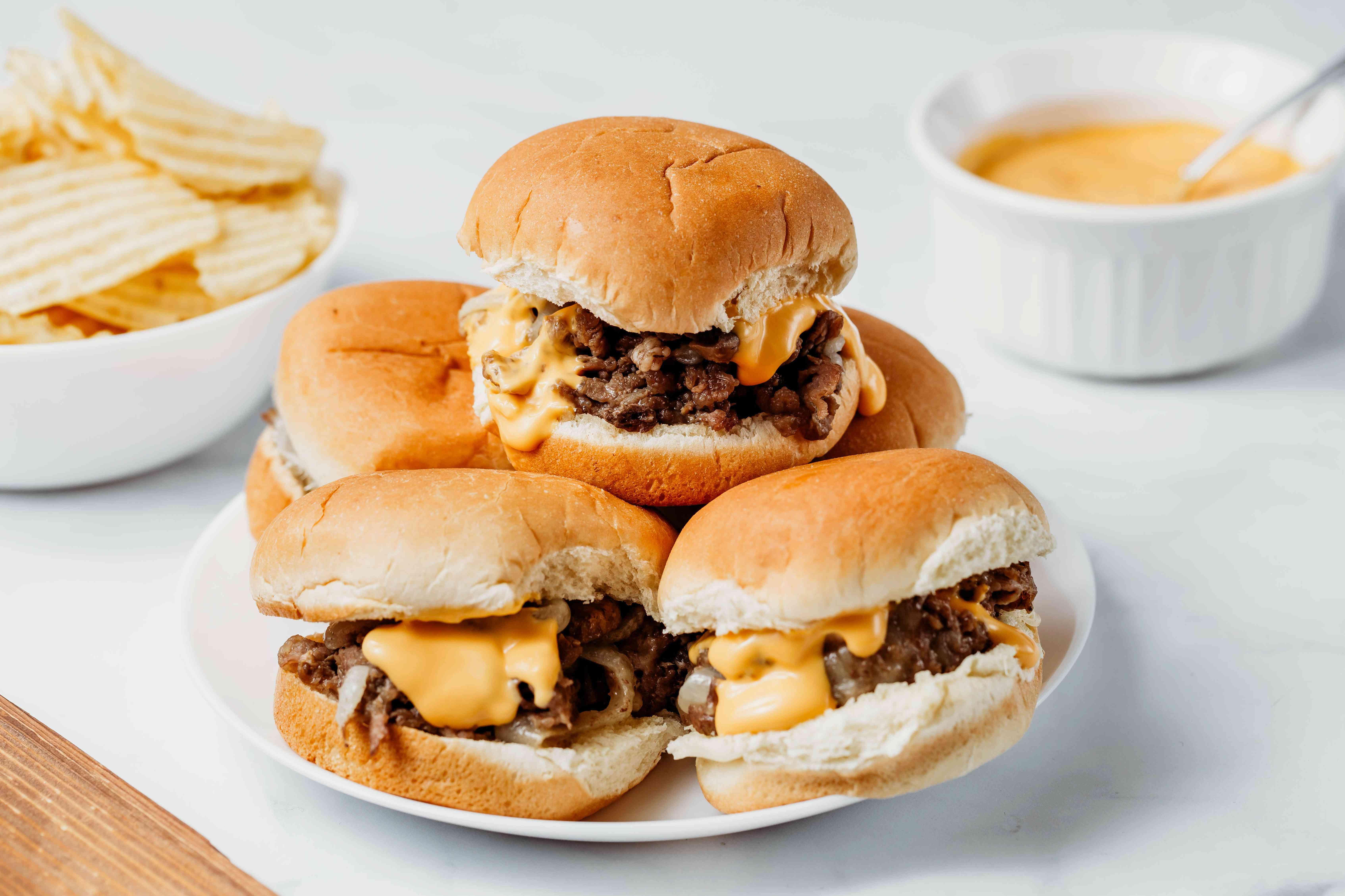 cheesesteak sliders on buns