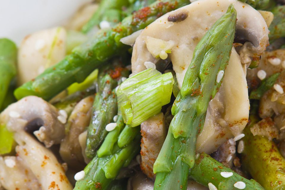Stir-fried asparagus with mushroom