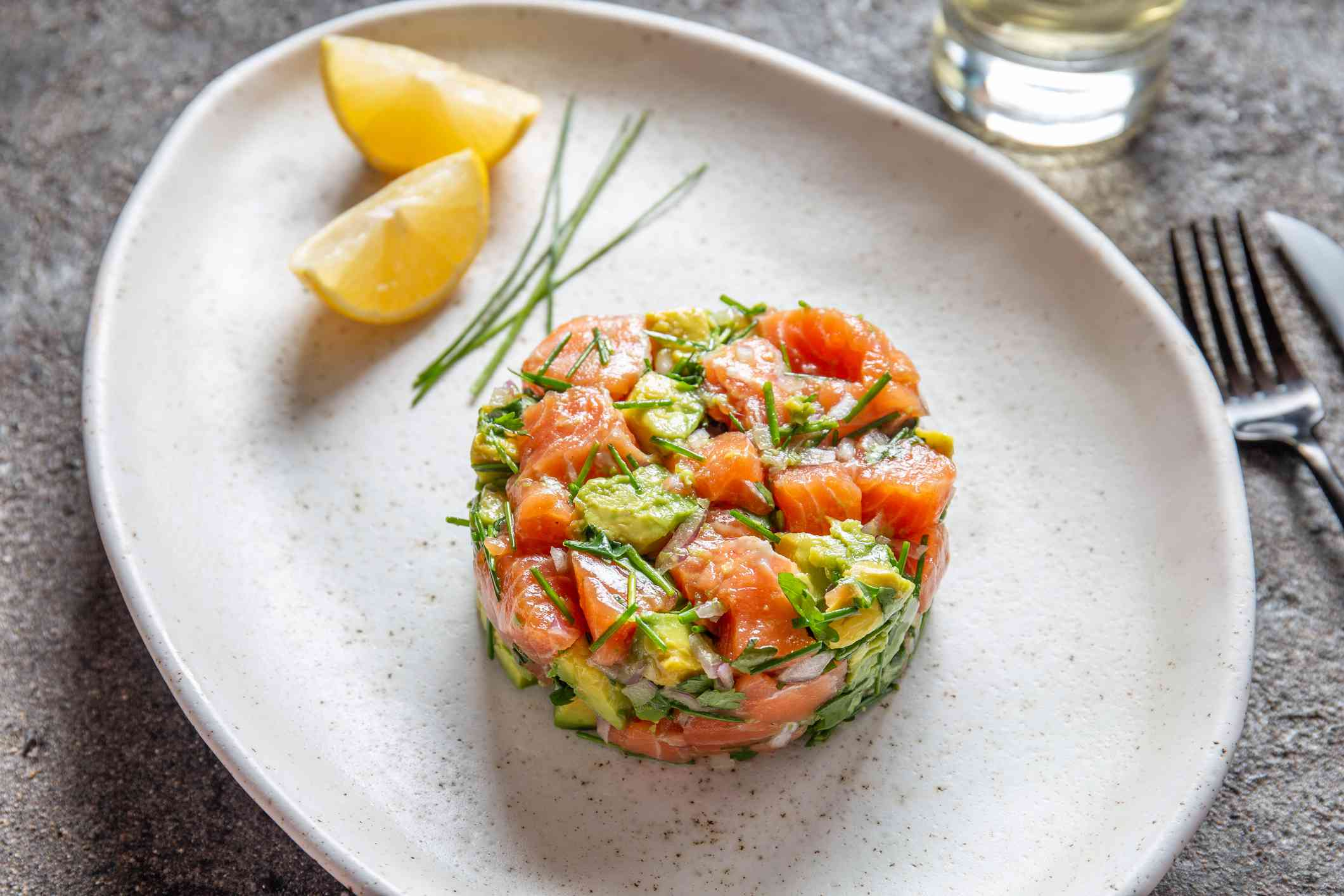 Salmon ceviche with lemon wedges
