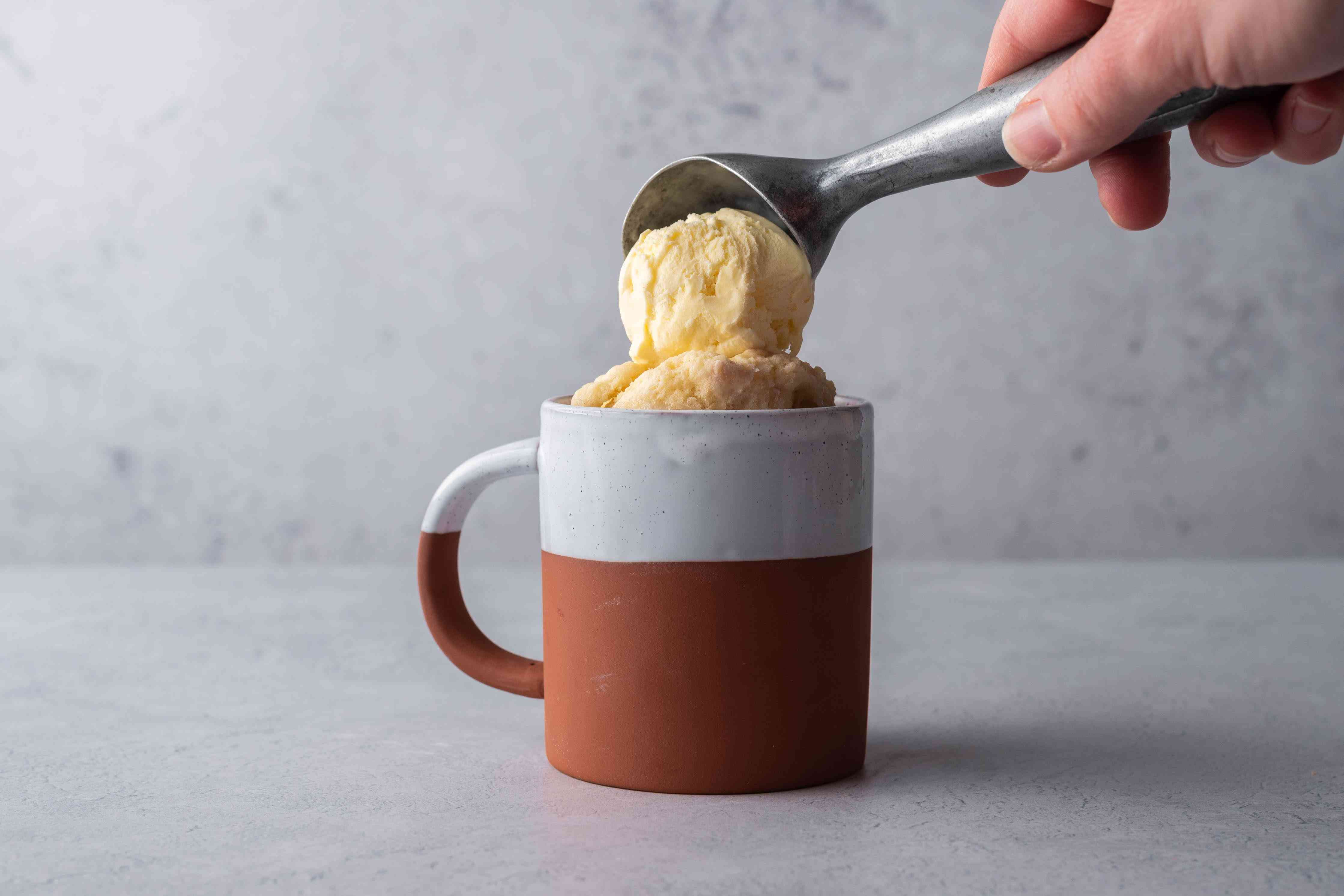 ice cream being placed on top of mug pie