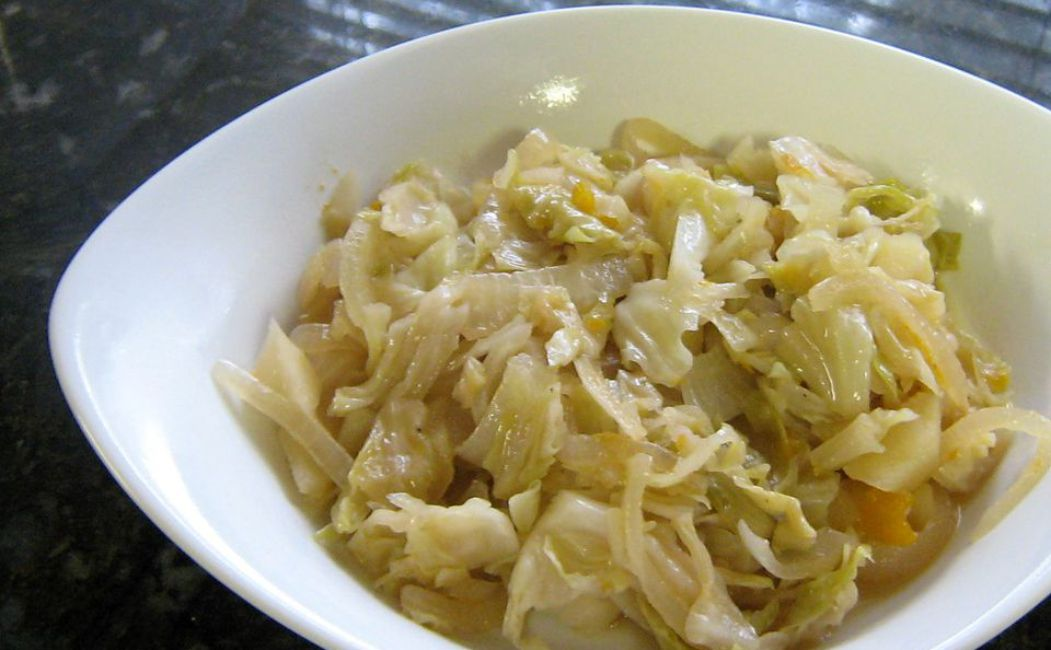 Braised Cabbage With Apple and Onion