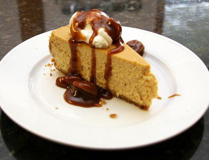 Brown sugar cheesecake with caramel pecan topping