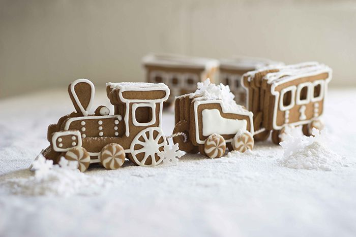 gingerbread train by the kate tin