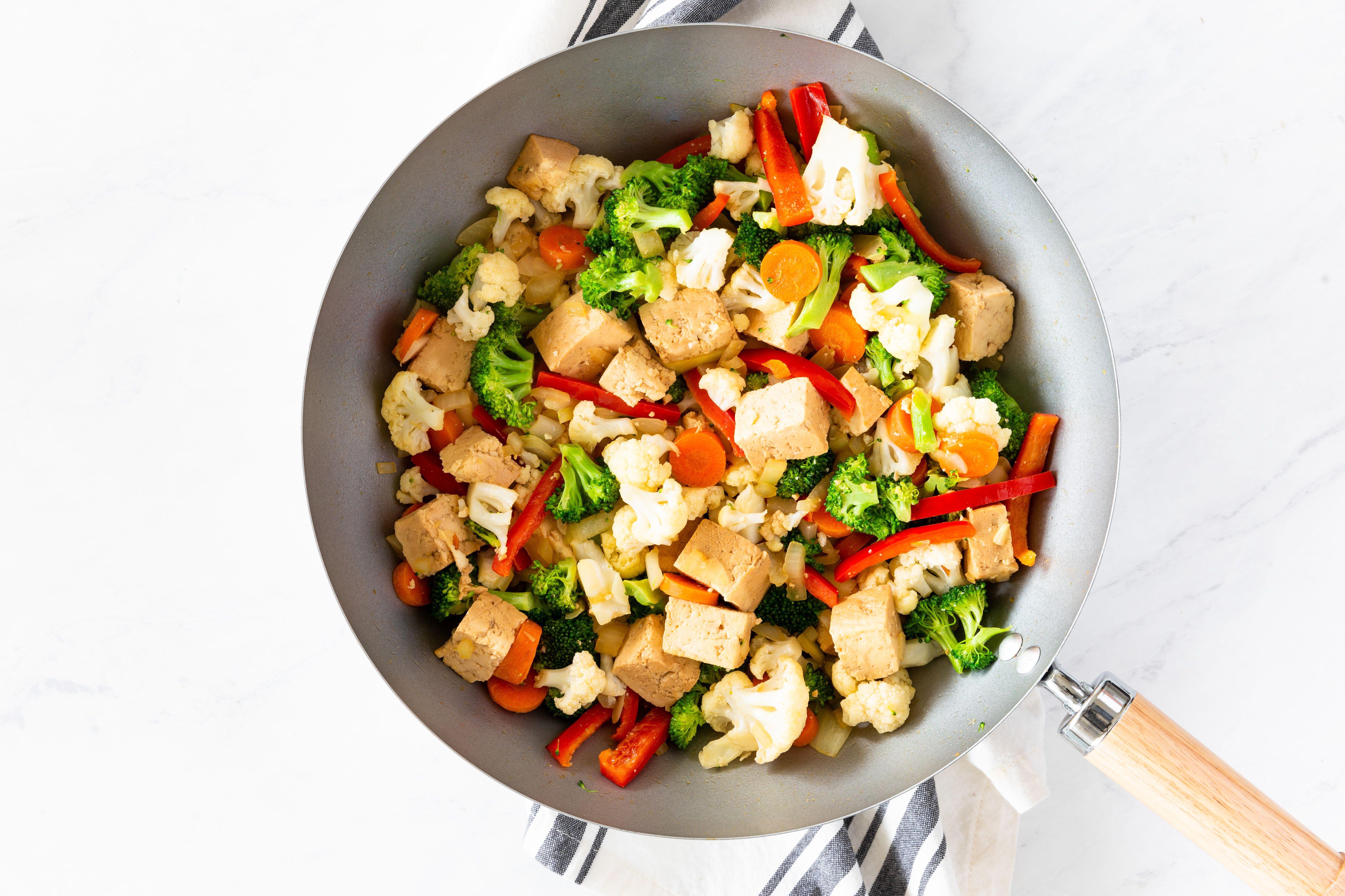 Tofu and veggies in a wok