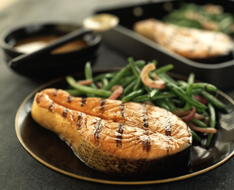 Grilled salmon steak with green beans