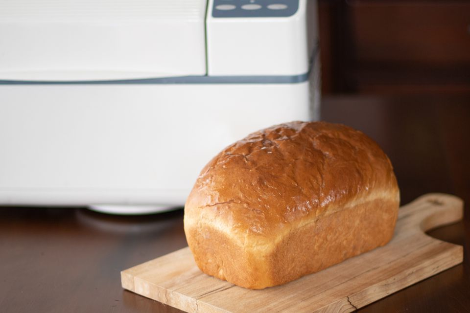 Bread machine and loaf of bread