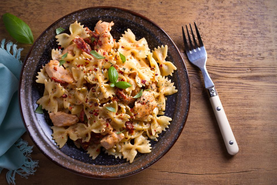 Pasta with chicken, sun dried tomatoes and basil in creamy mozzarella sauce