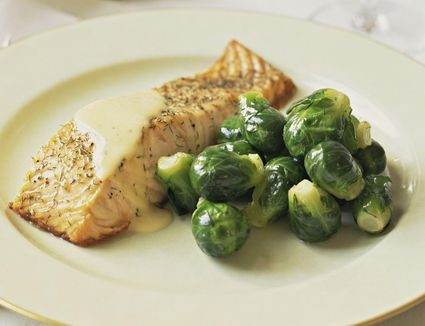 Broiled salmon with dill and veloute