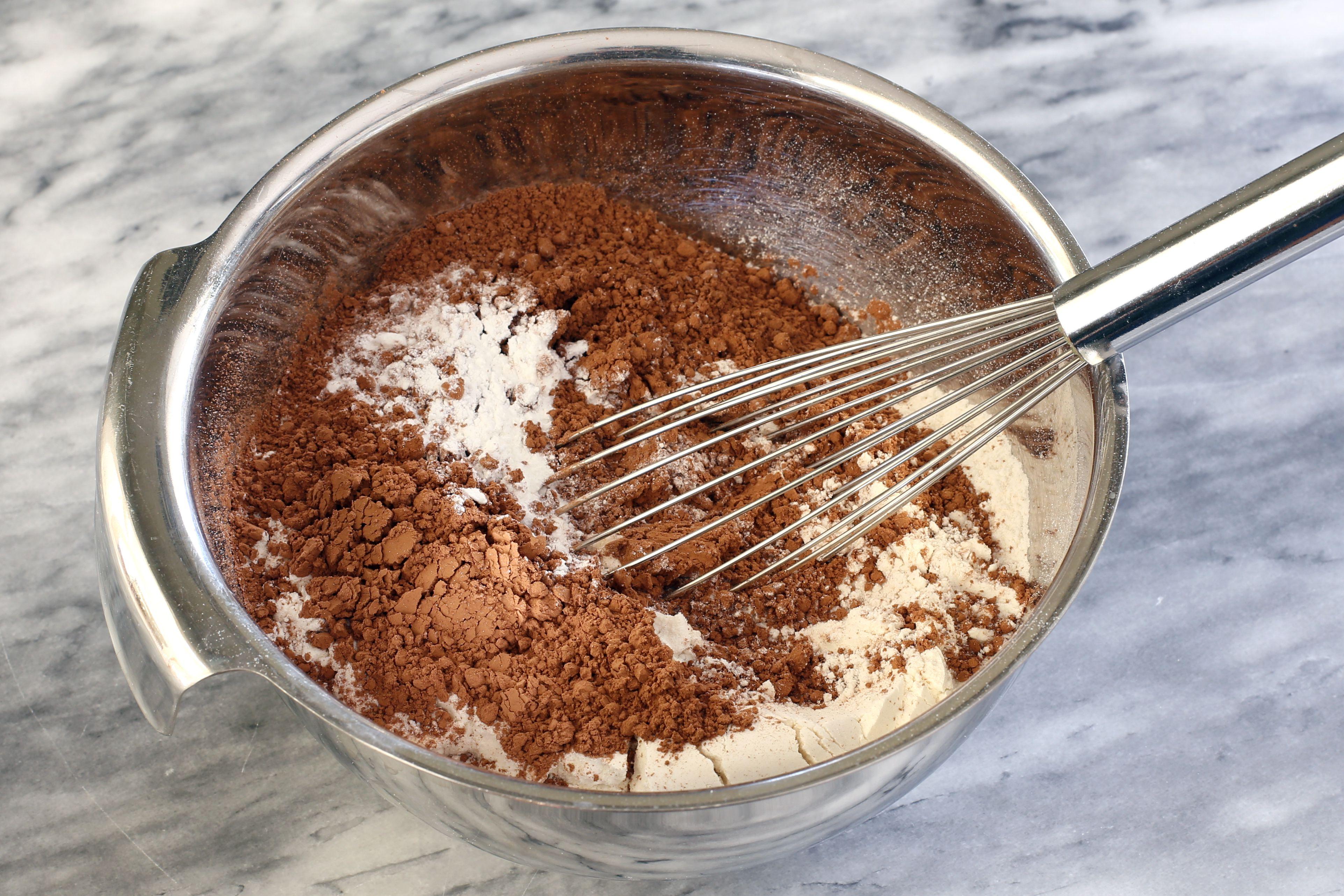 Combine the dry ingredients.