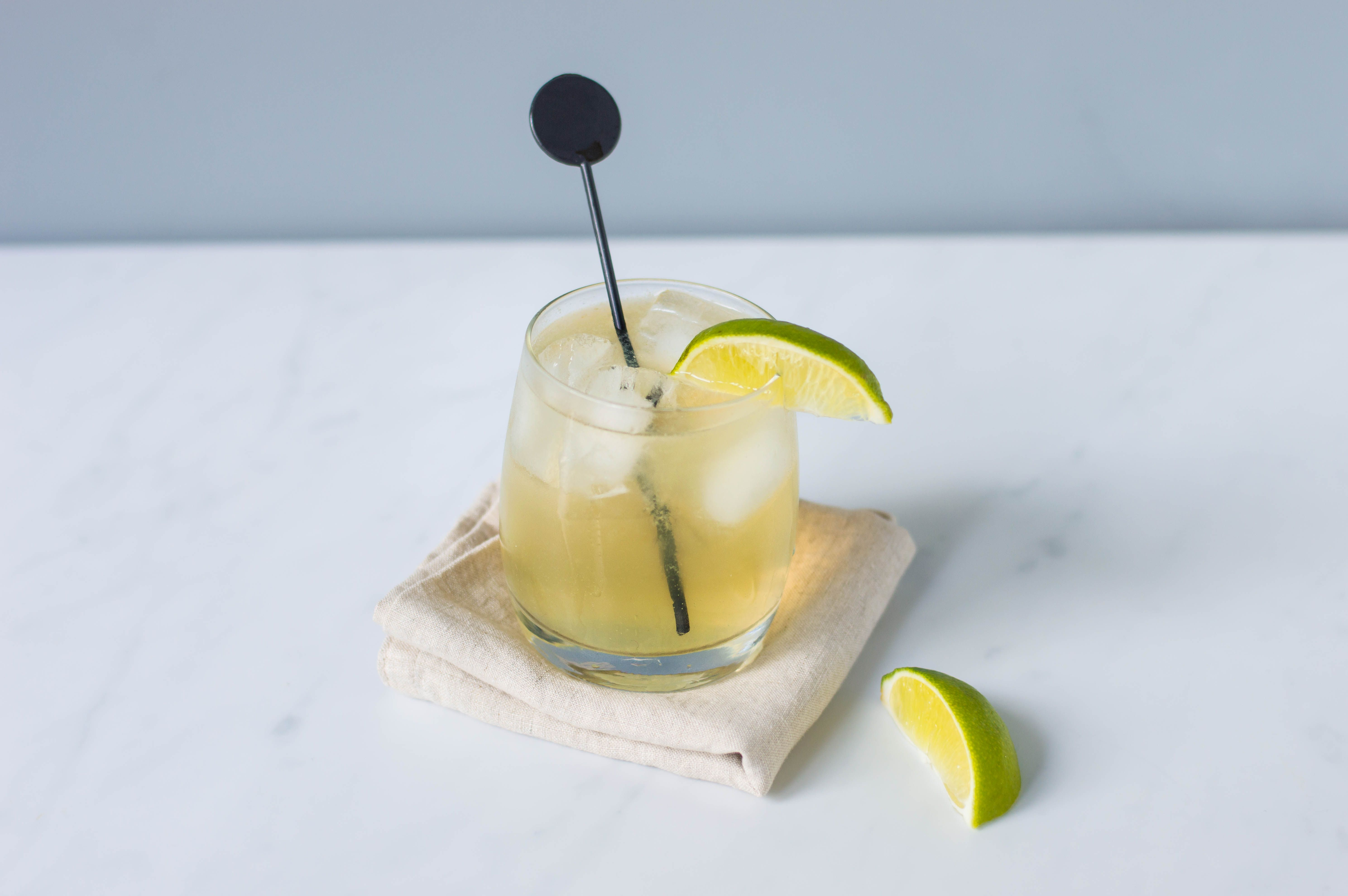 Foghorn with lime garnish and a stir stick