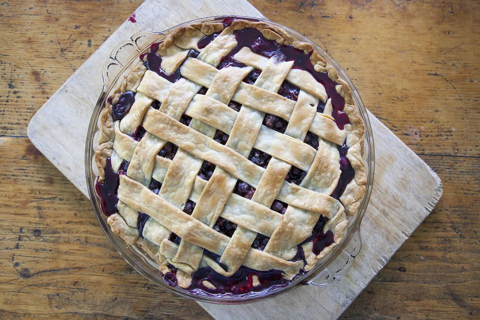 Bilberry lattice pie
