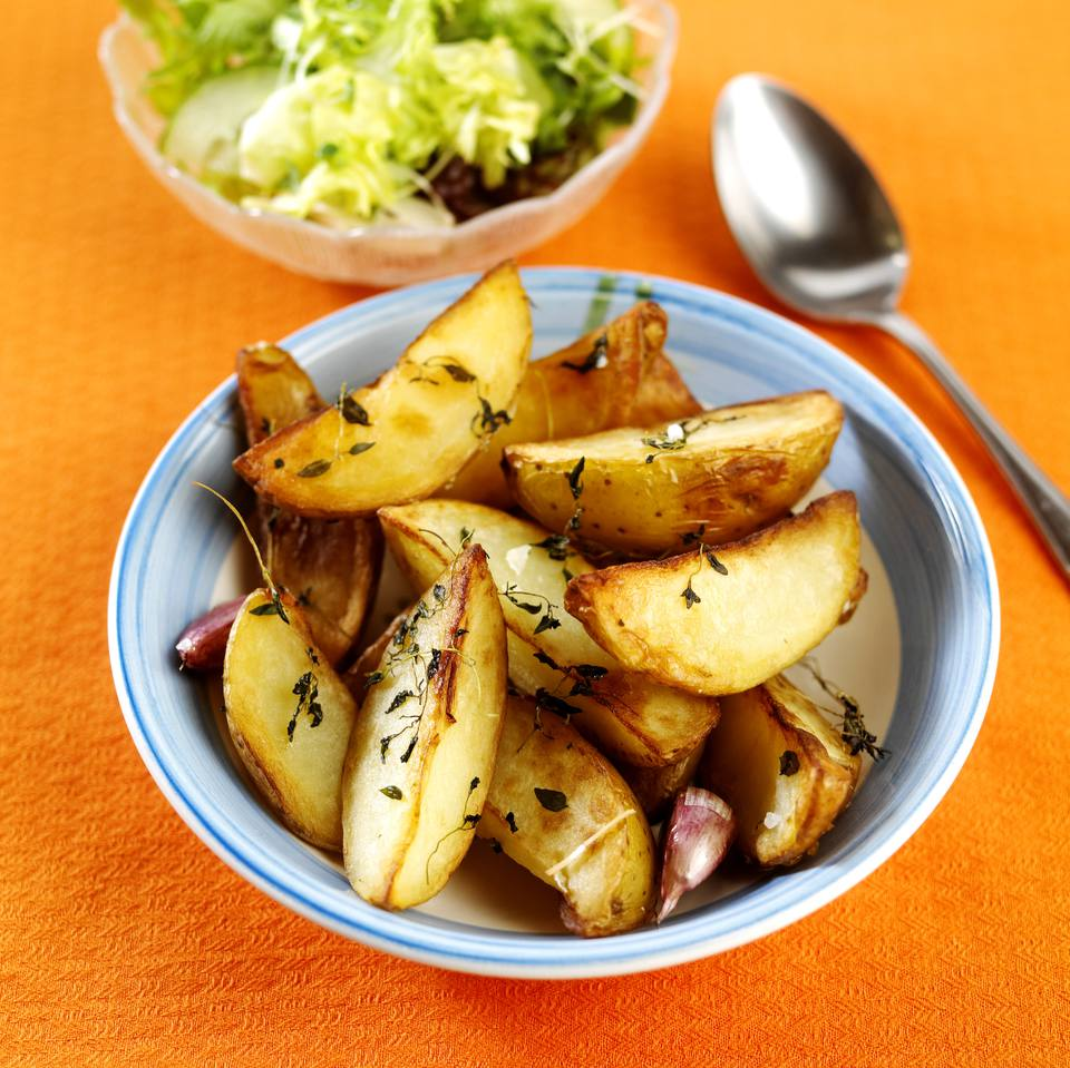 Potatoes roasted with garlic and thyme