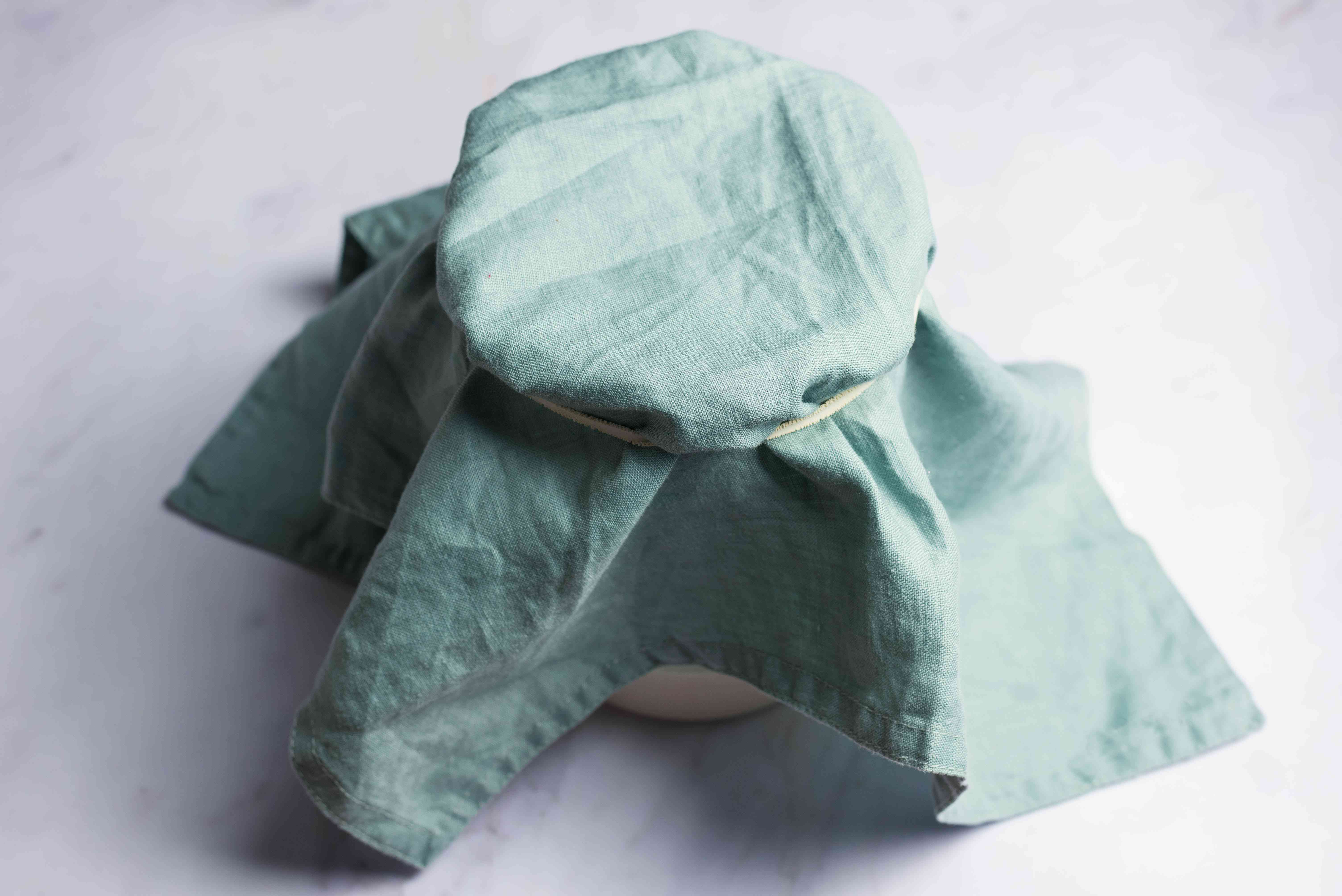 Starter covered with a cloth napkin and an elastic