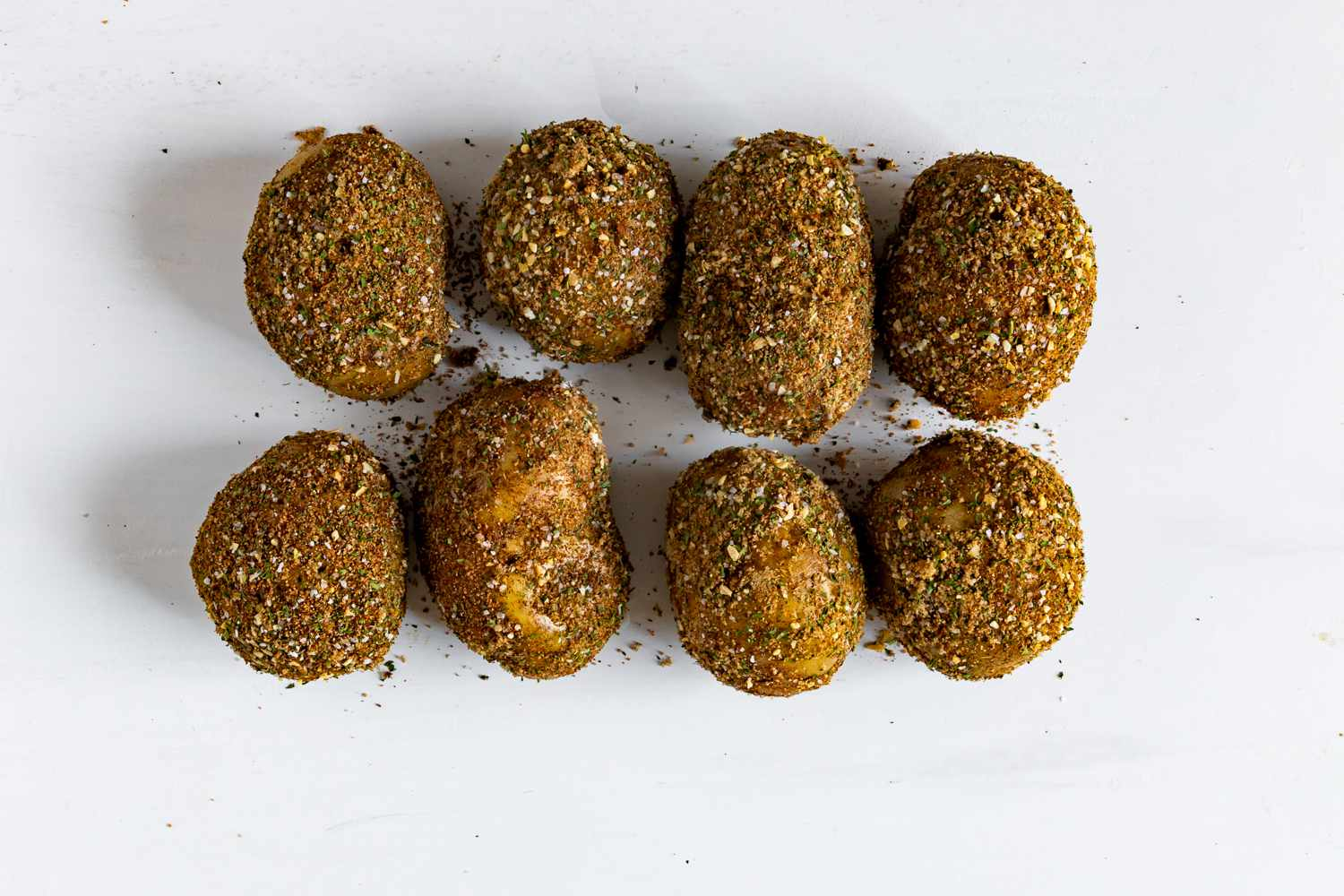 Potatoes covered with the herb and spice mixture