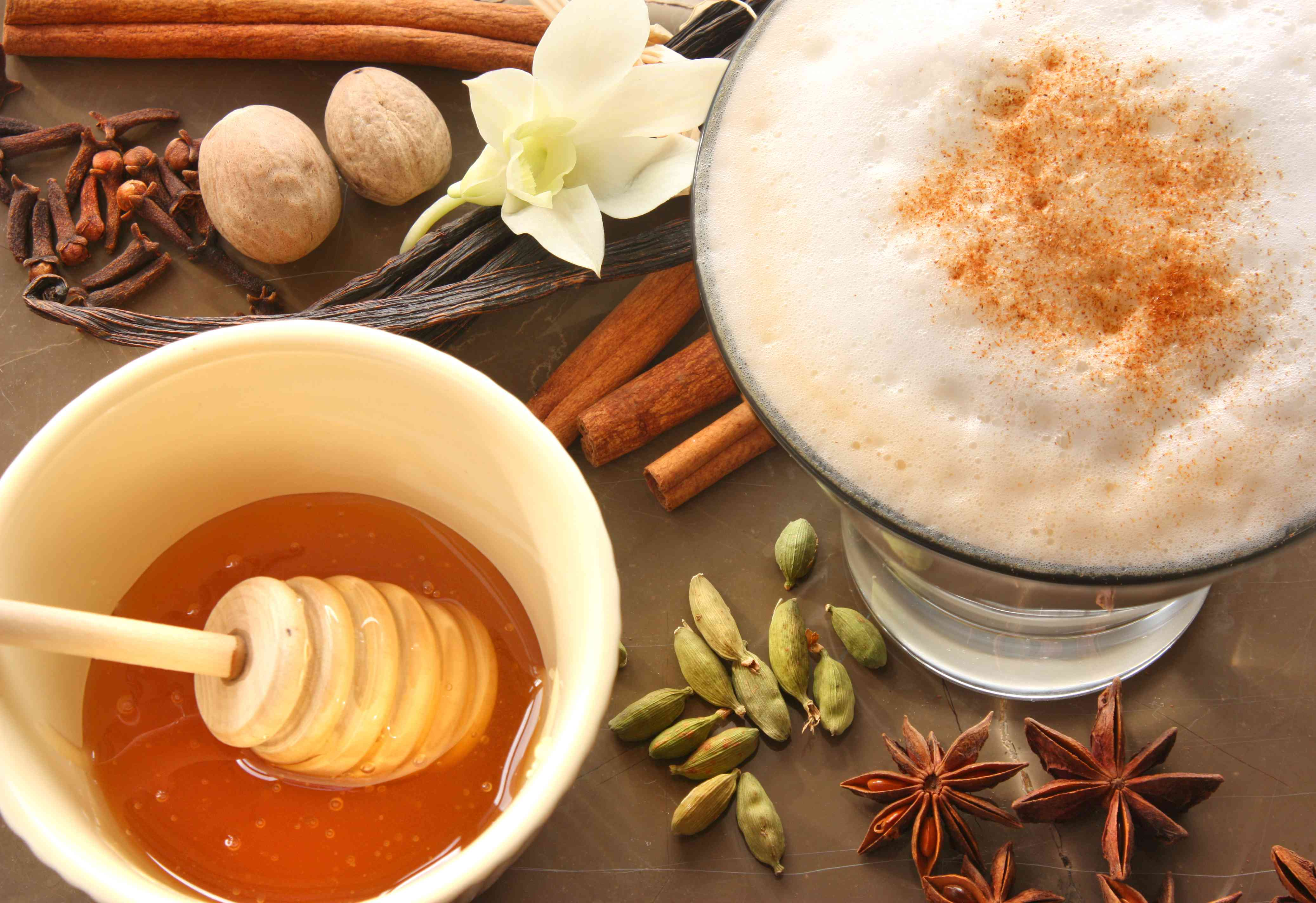Spicy Chai Latte With Cardamom